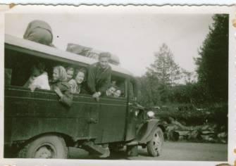 Bilde av en gammel buss som kanskje har tilhørt Øvrebøruta - Masteren???