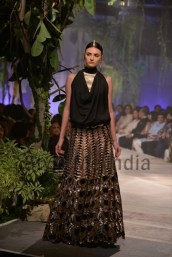 Anamika-Khanna-at-PCJ-Delhi-Couture-Week-2013-10