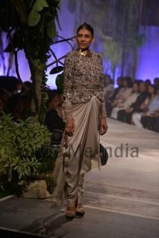 Anamika-Khanna-at-PCJ-Delhi-Couture-Week-2013-15