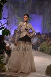 Anamika-Khanna-at-PCJ-Delhi-Couture-Week-2013-18