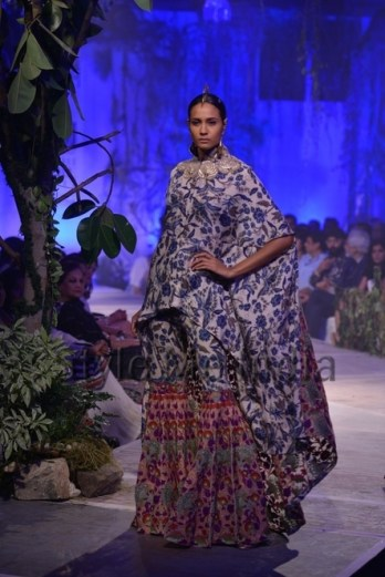 Anamika-Khanna-at-PCJ-Delhi-Couture-Week-2013-24