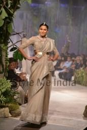 Anamika-Khanna-at-PCJ-Delhi-Couture-Week-2013-3