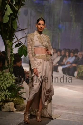 Anamika-Khanna-at-PCJ-Delhi-Couture-Week-2013-7