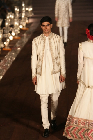WIFWSS'15D5S5RohitBalRunway047