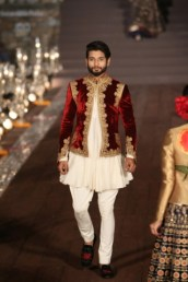 WIFWSS'15D5S5RohitBalRunway284