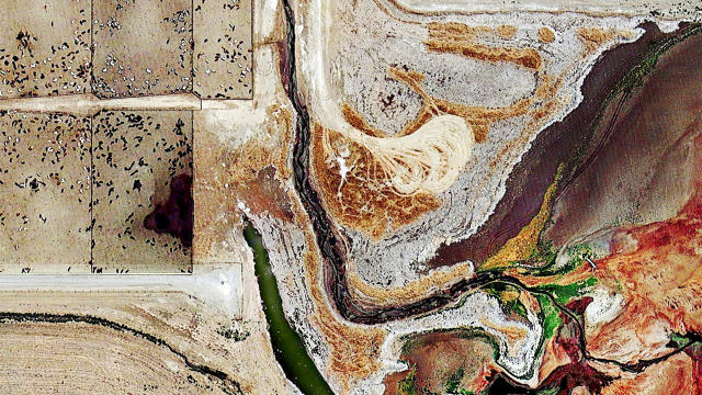 3066738-inline-3-3062600-poster-p-2-satellite-photos-of-feedlots-are-horrifyingly-beautiful