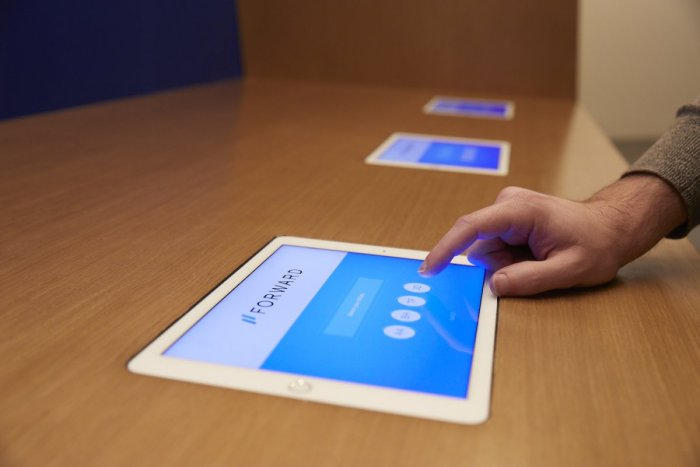 forwards-flagship-location-which-opened-january-17-mimics-the-look-and-feel-of-an-apple-store-when-members-arrive-they-sign-in-on-an-ipad-at-the-reception-desk