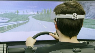 171228_Nissan_Brain_to_Vehicle_Technology_TIV_for_CES_Image03_Driving_Simulator_Prototype
