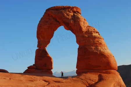 delicate-arch-and-photographer