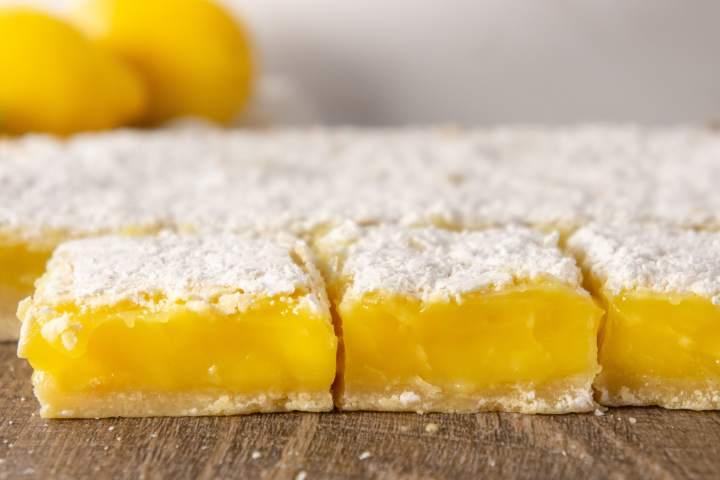 Lemon bars sliced