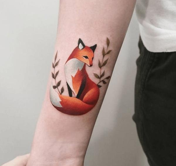 Hình xăm con cáo trên cánh tay đầy ấn tượng
