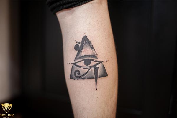 Hình xăm tam giác con mắt mang những thông điệp tích cực