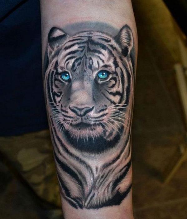 Hình xăm con hổ đầy sống động trên bắp chân