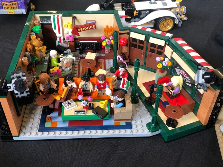 FACTS Lego Friends Central Perk