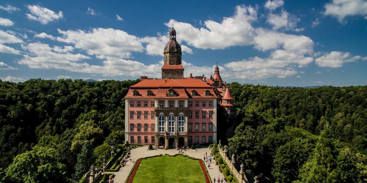 Największy polski katalog dworów, pałaców i zamków w Polsce
