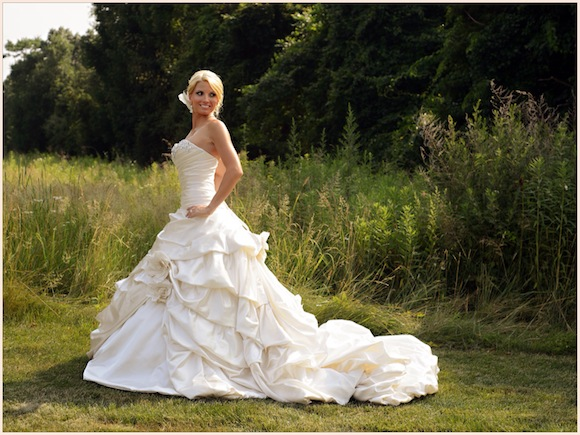 Choose Bling Wedding Dresses For Very Special Wedding