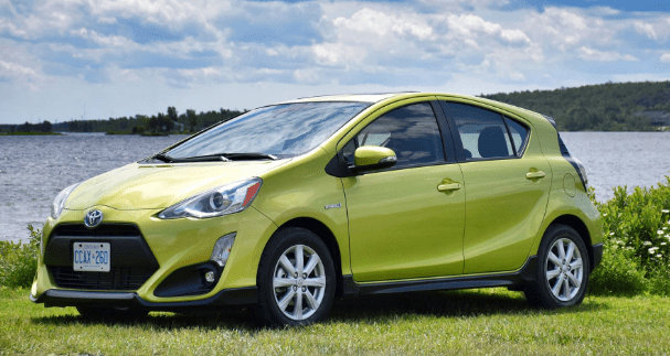 2017 Toyota Prius c Owners Manual and Concept