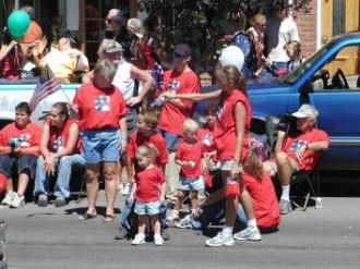 pagosa springs parade watching kids