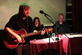 Dirk Bernemann singt