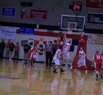 Men's basketball scores 3rd place NCAC finish