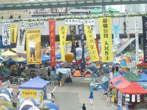 Protestors gather on the Admiralty Bridge in Hong Kong. Photo: Wikimedia