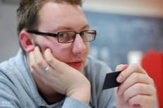 maarten reads his card