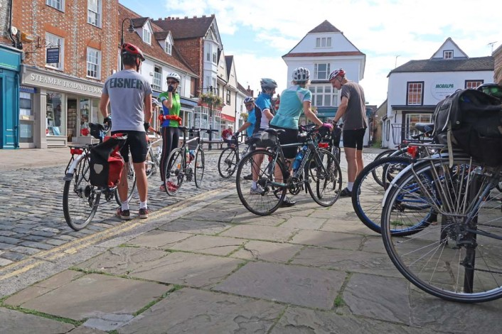 Coffee, cakes and chat in Thame