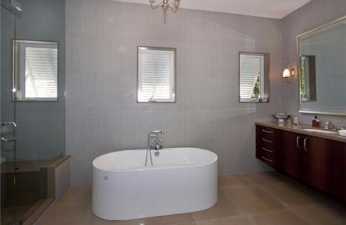 470 Costanera master bath