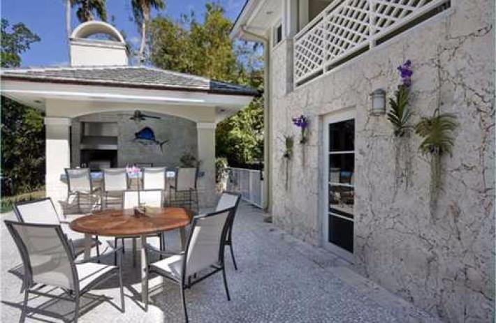470 Costanera patio