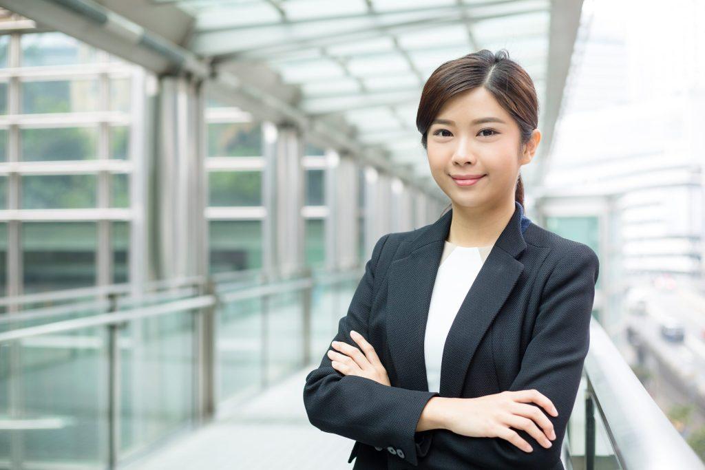 businesswoman portrait N84XU39 min scaled
