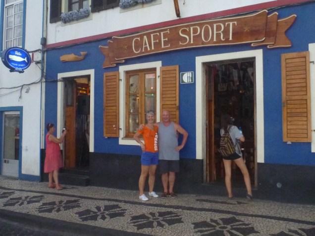 1-celebrissime-cafe-sport-a-horta-sur-faial