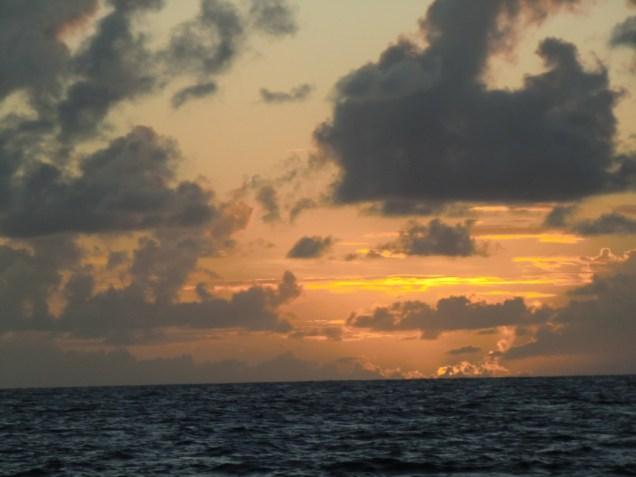 Nuages jaunes du coucher de soleil