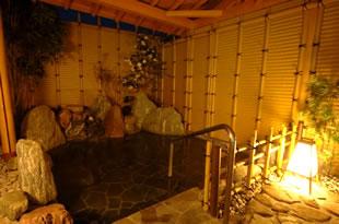 露天風呂は男女各1。天然温泉ですので、冬でも体があたたまります。