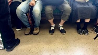 電車で変な人が隣に座ったときの対処法や迷惑行為を避ける対策