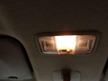 車内のライトをつけたまま走るのは違反?走行中の室内灯