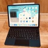 11インチiPadPro用 Magic Keyboardは膝の上、バス等の移動中でも快適