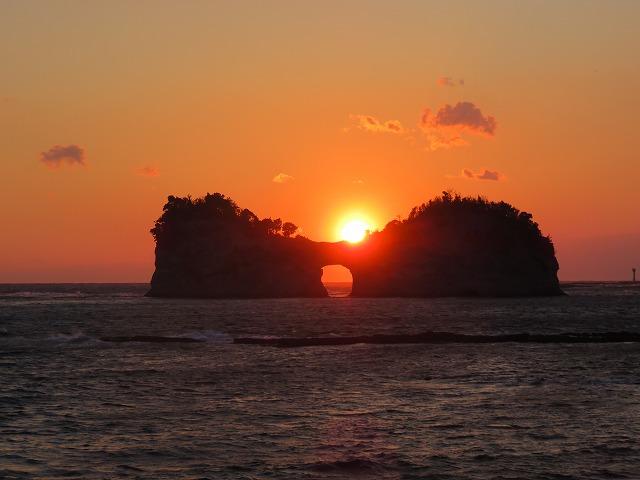 南紀白浜の円月島の読み方は?夕日の日の入りは綺麗です ...