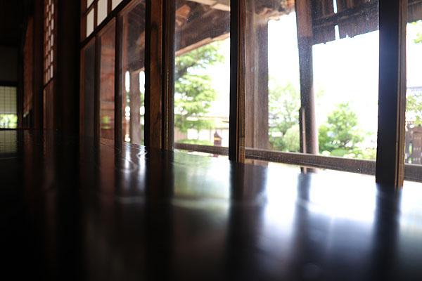 青巖寺の本堂から