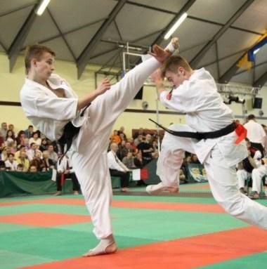Jakub Kowalik walczy z Mateuszem Kosturkiem