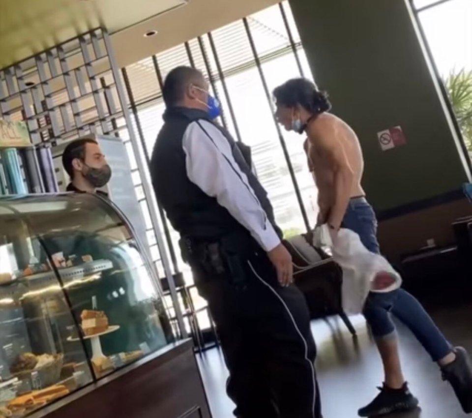 #LordPantera: Sujeto a empleado de cafetería que le pidió ponerse cubrebocas