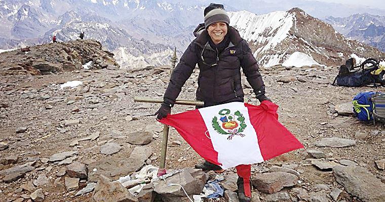 Selena Gómez montañista Silvia Vásquez-Lavado
