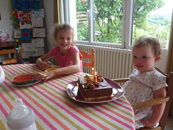 Adélie fête ses 2 ans avec sa cousine Salomé