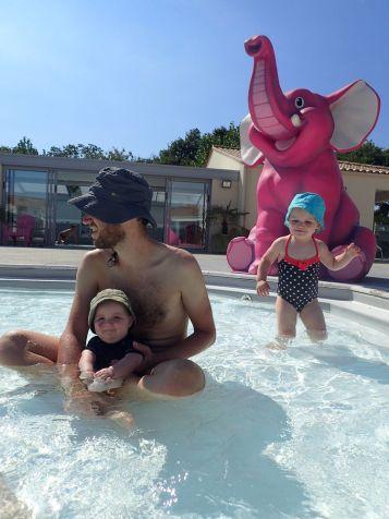 Camping avec piscine : ça fait du bien !