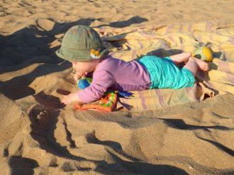 Clovis découvre le sable