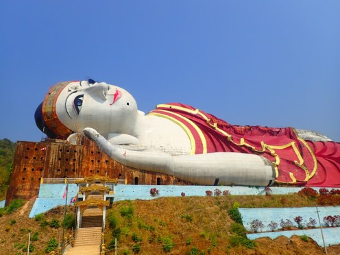 Moulmein : Buddha géant | Giant Buddha