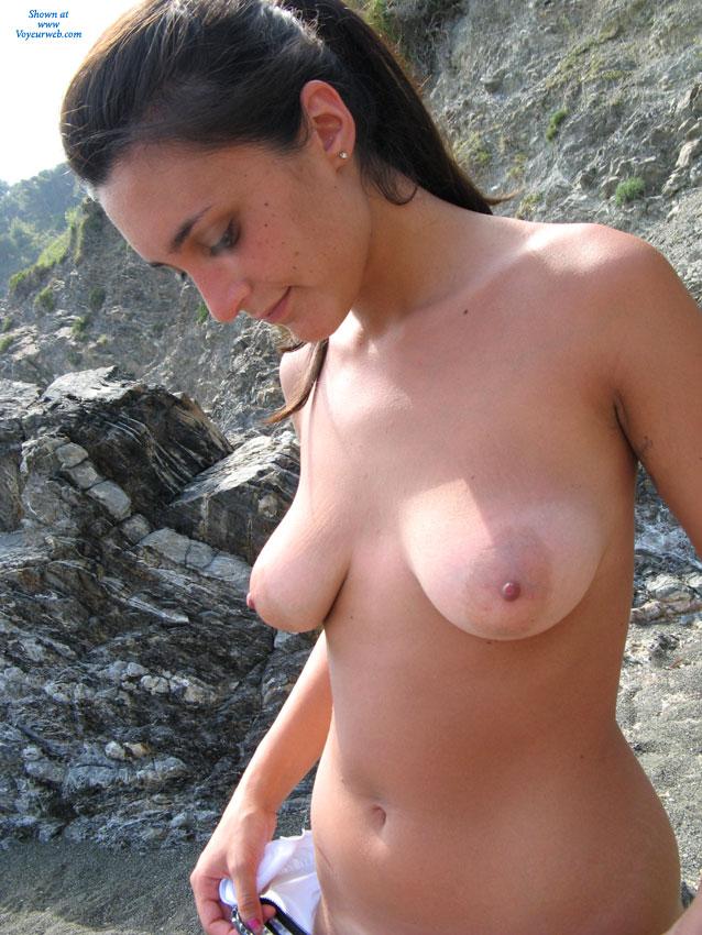 une belle italienne nue a la plage o y o ps
