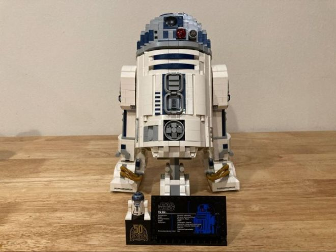3-720x540 We Build the LEGO R2-D2, a Challenging Build with an Adorable Result | IGN