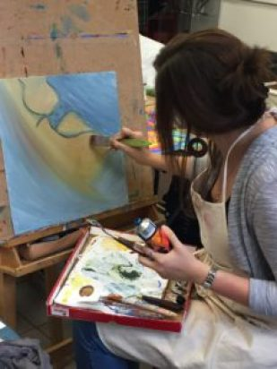 """Isabell: """"Mir fällt das Abschalten beim Malen sehr einfach und es ist schön sich in seinem Bild und in den Details zu verlieren."""""""
