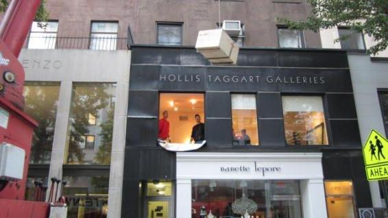 Hollis Taggart Galleries Museum, Rigging Marble Statues
