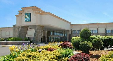 Hotel Quality Inn Conference Center Somerset Pa 2